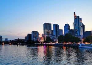 Ein großer Vorteil für viele Geschäftsleute kann ein Büro am Flughafen Frankfurt/Main sein